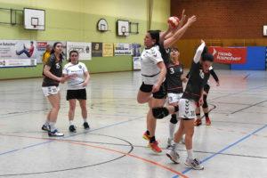 Damen gewinnen gegen Karlsfeld